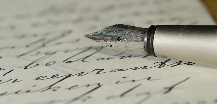 fountain-pen-with-script